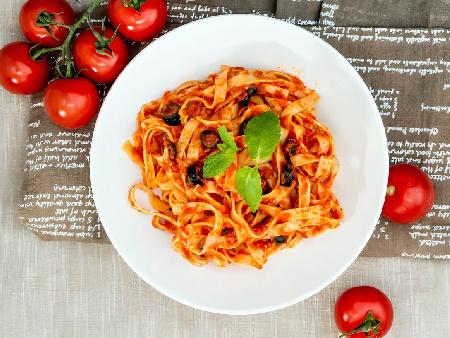 Талиатели / фетучини с телешка кайма, доматено пюре и манатарки - снимка на рецептата